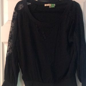 Tops - Black top with lace sleeves